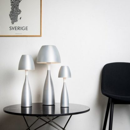 Anemon bordlampe høy hvit